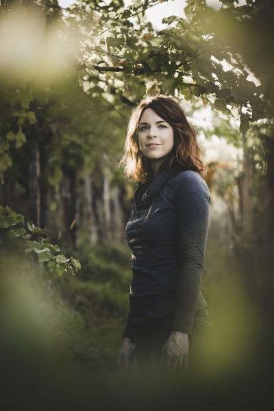 Katharina-Tinnacher-im-Weinberg-Foto-Marion-Luttenberger
